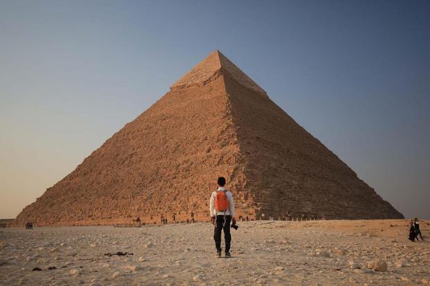 Hình ảnh được cho là diện mạo gốc của kim tự tháp Ai Cập khi vừa xây xong, hoá ra lại có màu trắng lấp lánh như kim cương? - Ảnh 1.