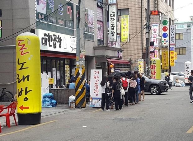 """Đỉnh cao sức mạnh """"buôn may bán đắt"""" của idol Kpop: Đi ăn ở quán bình dân, hai năm sau nơi đó trở thành chuỗi nhà hàng 60 chi nhánh! - Ảnh 4."""