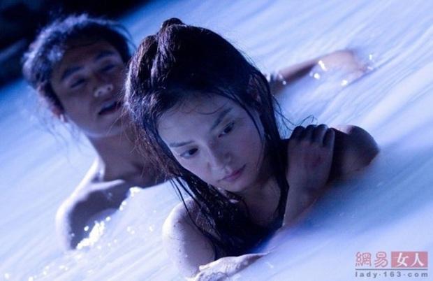 6 cảnh tắm cực hot của loạt mỹ nhân Hoa Ngữ: Địch Lệ Nhiệt Ba ngại ngùng tắm cùng đế quân, Triệu Vy cân mọi thể loại - Ảnh 13.