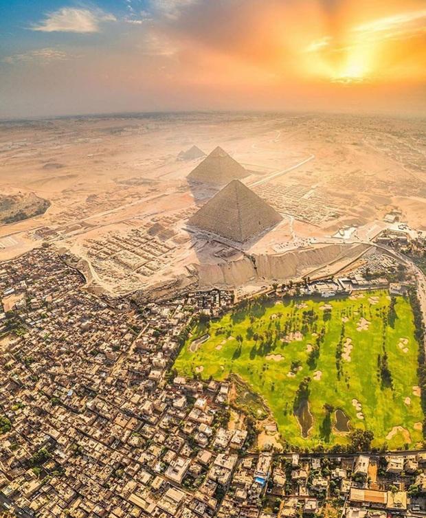 Hình ảnh được cho là diện mạo gốc của kim tự tháp Ai Cập khi vừa xây xong, hoá ra lại có màu trắng lấp lánh như kim cương? - Ảnh 8.