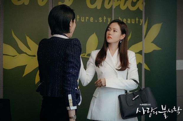 Crash Landing on You hết lâu rồi vẫn bị gọi hồn vì Oh Soo Ah (Tầng Lớp Itaewon) đụng hàng tài phiệt Yoon Se Ri - Ảnh 3.