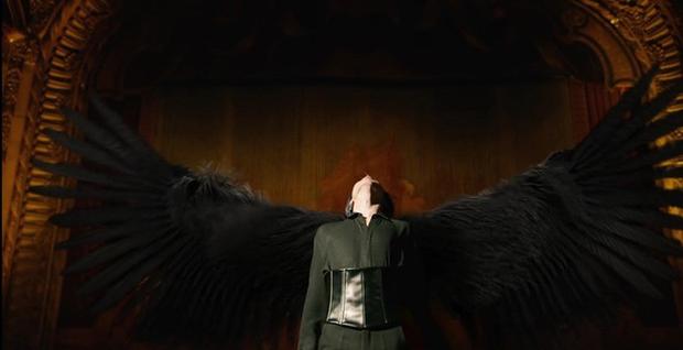 BTS đánh úp MV hạng khủng: Fan lại ngập ngụa với thuyết âm mưu gợi nhớ đến siêu phẩm kinh dị Black Swan - Ảnh 7.