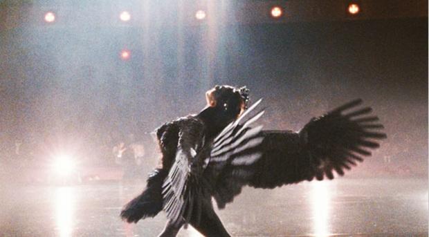 BTS đánh úp MV hạng khủng: Fan lại ngập ngụa với thuyết âm mưu gợi nhớ đến siêu phẩm kinh dị Black Swan - Ảnh 8.
