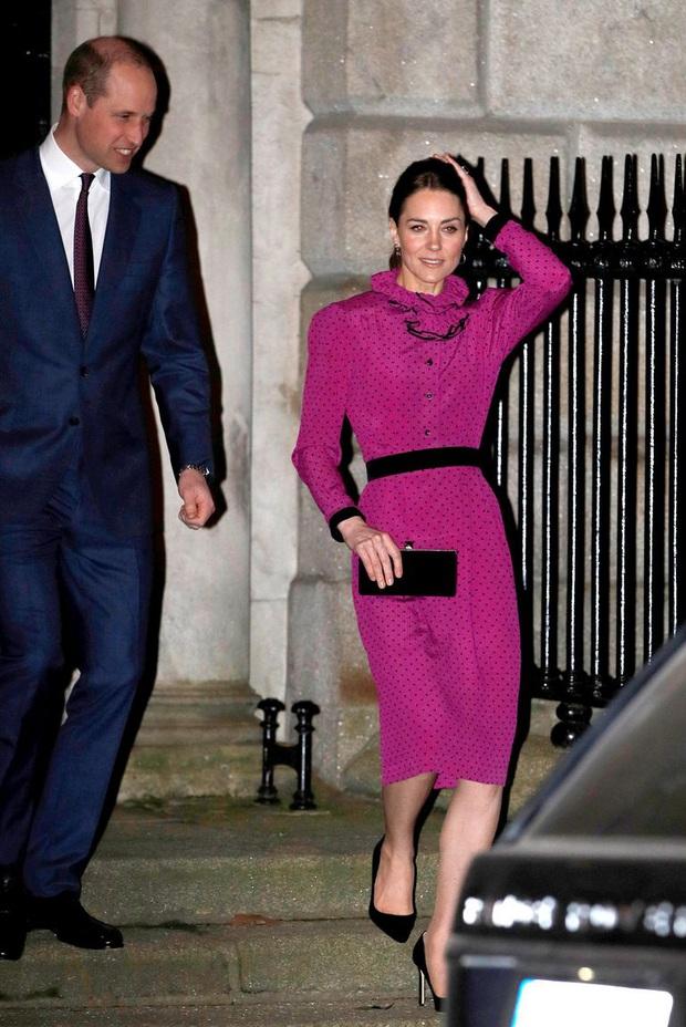 Công nương Kate hạ đo ván em dâu Meghan khi lần đầu tiên diện bộ đồ cũ đặc biệt, đẹp chẳng kém mẹ chồng Diana khi xưa - Ảnh 1.
