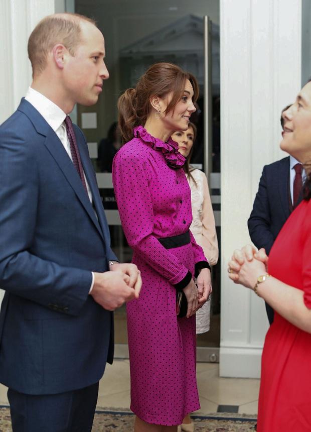 Công nương Kate hạ đo ván em dâu Meghan khi lần đầu tiên diện bộ đồ cũ đặc biệt, đẹp chẳng kém mẹ chồng Diana khi xưa - Ảnh 2.