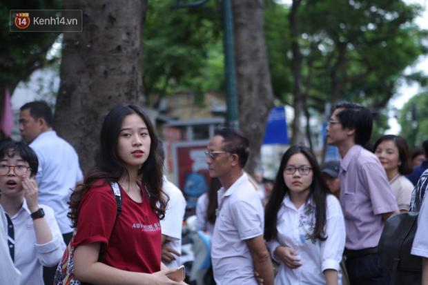 TP.HCM: Ngày đầu tiên học sinh đi học lại các trường không tổ chức hoạt động dạy học - Ảnh 1.