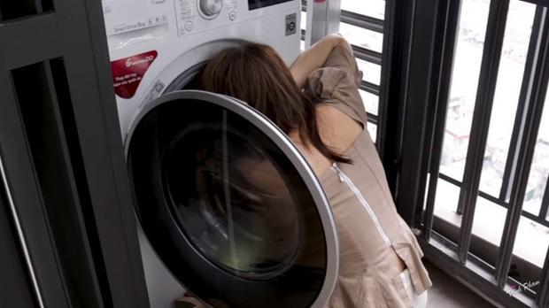 Hot mom Trinh Phạm quằn quại thử hết 3 trend chụp ảnh trong lồng máy giặt, túi gói bim bim, bê nồi cơm điện hot nhất hiện nay: Cái muốn gãy lưng, cái như đi ăn trộm - Ảnh 3.