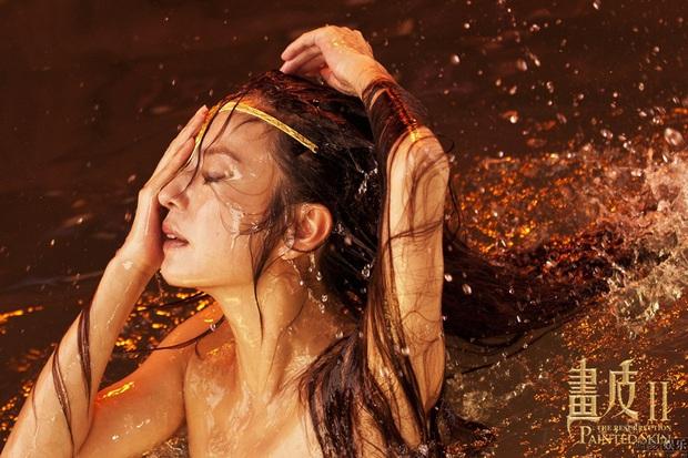6 cảnh tắm cực hot của loạt mỹ nhân Hoa Ngữ: Địch Lệ Nhiệt Ba ngại ngùng tắm cùng đế quân, Triệu Vy cân mọi thể loại - Ảnh 15.