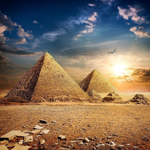 Hình ảnh được cho là diện mạo gốc của kim tự tháp Ai Cập khi vừa xây xong, hoá ra lại có màu trắng lấp lánh như kim cương? - Ảnh 10.