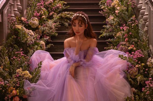 Có đi lạc vào vũ trụ cổ tích của AMEE mới biết: Nàng công chúa mộng mơ có thể vì hoàng tử đi chơi về trễ mà hoá luôn thành... Maleficent! - Ảnh 6.