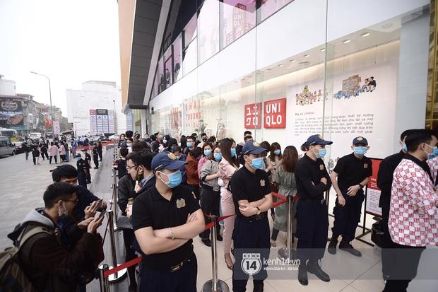 UNIQLO khai trương tại Hà Nội: Cực nhiều món đẹp xịn giá chỉ 249k - 499k, store rộng đi mỏi chân chưa xem hết đồ - Ảnh 1.
