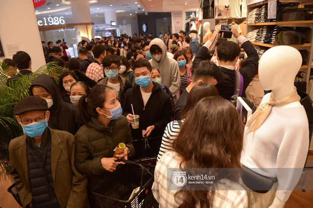 UNIQLO khai trương tại Hà Nội: Cực nhiều món đẹp xịn giá chỉ 249k - 499k, store rộng đi mỏi chân chưa xem hết đồ - Ảnh 4.