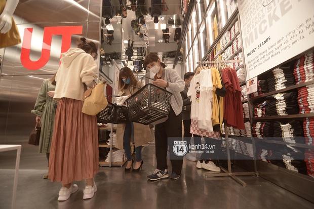 UNIQLO khai trương tại Hà Nội: Cực nhiều món đẹp xịn giá chỉ 249k - 499k, store rộng đi mỏi chân chưa xem hết đồ - Ảnh 6.