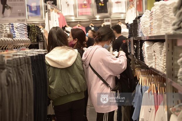 UNIQLO khai trương tại Hà Nội: Cực nhiều món đẹp xịn giá chỉ 249k - 499k, store rộng đi mỏi chân chưa xem hết đồ - Ảnh 7.