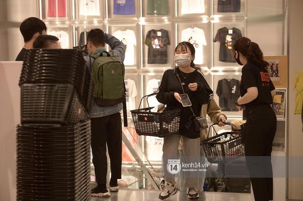UNIQLO khai trương tại Hà Nội: Cực nhiều món đẹp xịn giá chỉ 249k - 499k, store rộng đi mỏi chân chưa xem hết đồ - Ảnh 10.