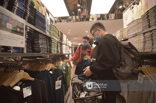 UNIQLO khai trương tại Hà Nội: Cực nhiều món đẹp xịn giá chỉ 249k - 499k, store rộng đi mỏi chân chưa xem hết đồ - Ảnh 14.