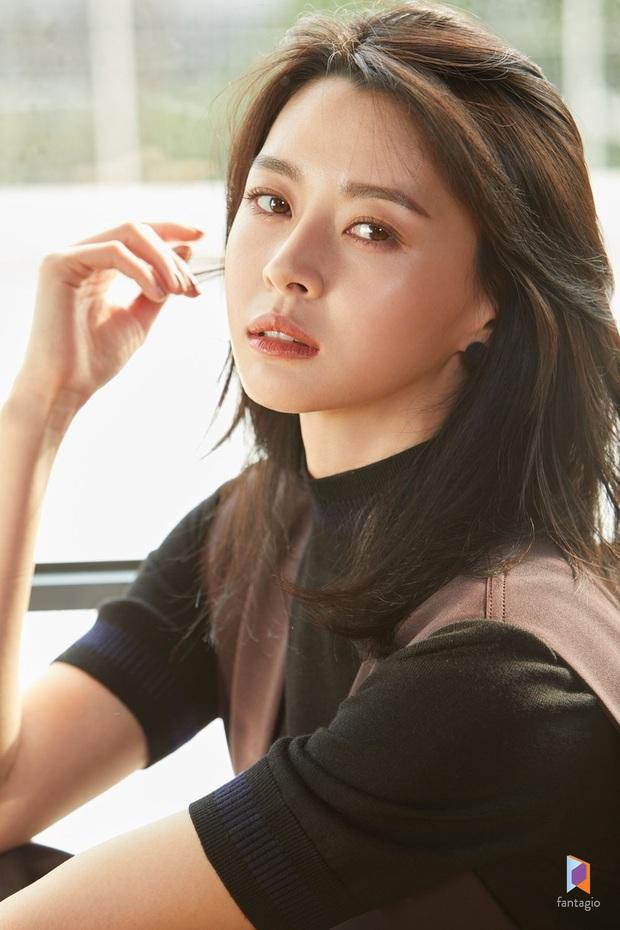 Hết gây sốt bởi thân hình nóng bỏng, nữ phụ xinh đẹp của Itaewon Class lại khiến netizen trầm trồ vì ảnh hồi bé quá xuất sắc - Ảnh 10.