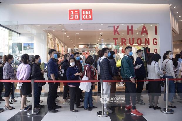 UNIQLO khai trương tại Hà Nội: Cực nhiều món đẹp xịn giá 249k - 499k khiến khách mua nhiều bill khủng, xếp hàng ngày một đông - Ảnh 20.
