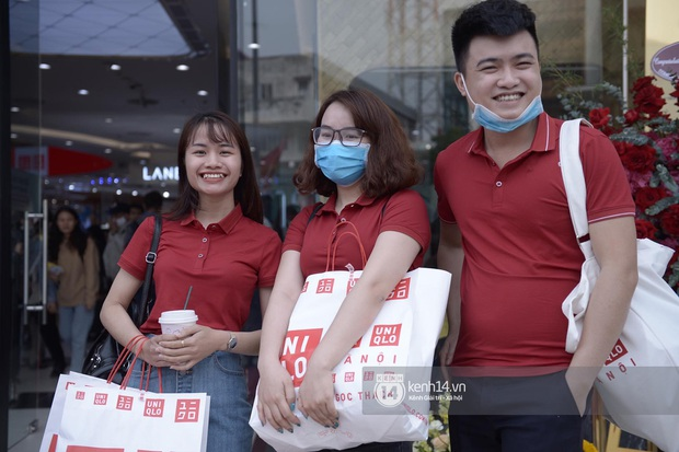 UNIQLO khai trương tại Hà Nội: Cực nhiều món đẹp xịn giá 249k - 499k khiến khách mua nhiều bill khủng, xếp hàng ngày một đông - Ảnh 16.