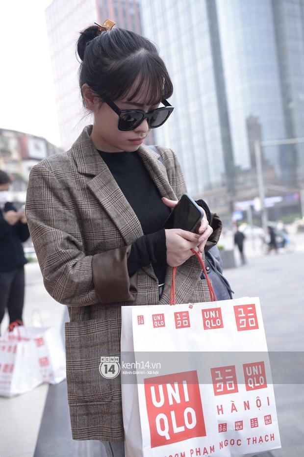 UNIQLO khai trương tại Hà Nội: Cực nhiều món đẹp xịn giá 249k - 499k khiến khách mua nhiều bill khủng, xếp hàng ngày một đông - Ảnh 17.