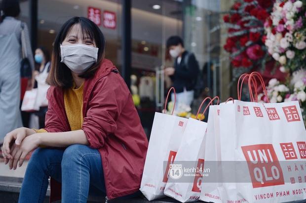 UNIQLO khai trương tại Hà Nội: Cực nhiều món đẹp xịn giá 249k - 499k khiến khách mua nhiều bill khủng, xếp hàng ngày một đông - Ảnh 14.