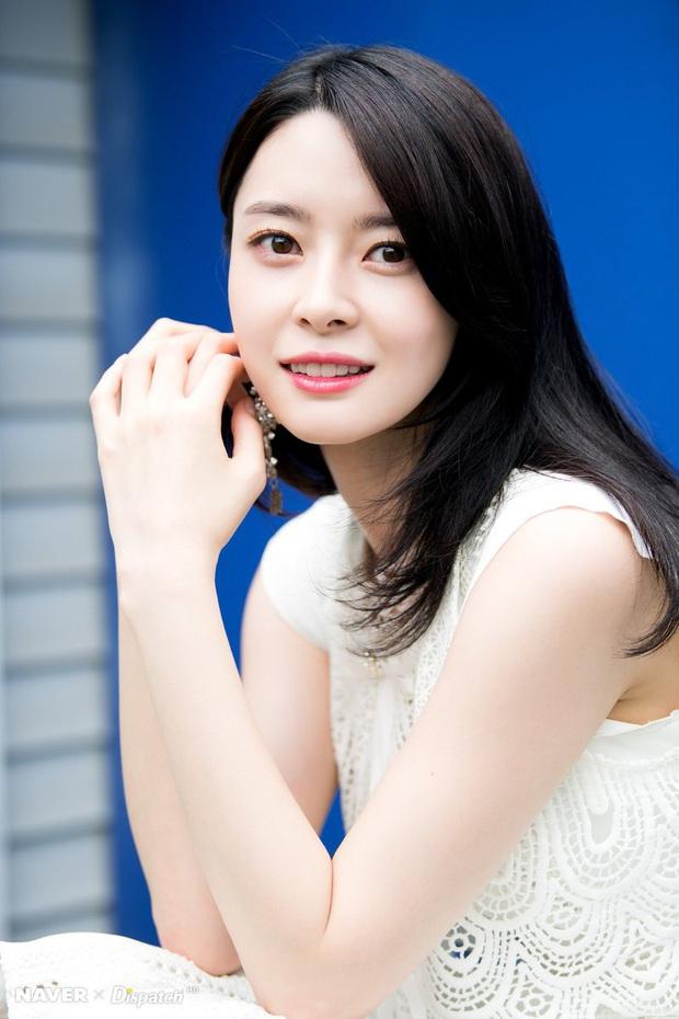 Hết gây sốt bởi thân hình nóng bỏng, nữ phụ xinh đẹp của Itaewon Class lại khiến netizen trầm trồ vì ảnh hồi bé quá xuất sắc - Ảnh 8.
