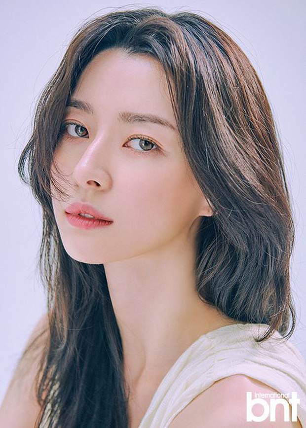 Hết gây sốt bởi thân hình nóng bỏng, nữ phụ xinh đẹp của Itaewon Class lại khiến netizen trầm trồ vì ảnh hồi bé quá xuất sắc - Ảnh 4.