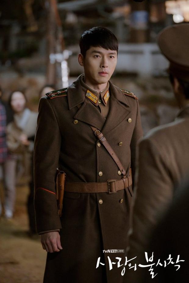Đối lập hẳn với đại uý Ri, loạt ảnh Hyun Bin nhíu mày thôi cũng sexy mất máu 3 năm trước đang khiến chị em náo loạn - Ảnh 1.