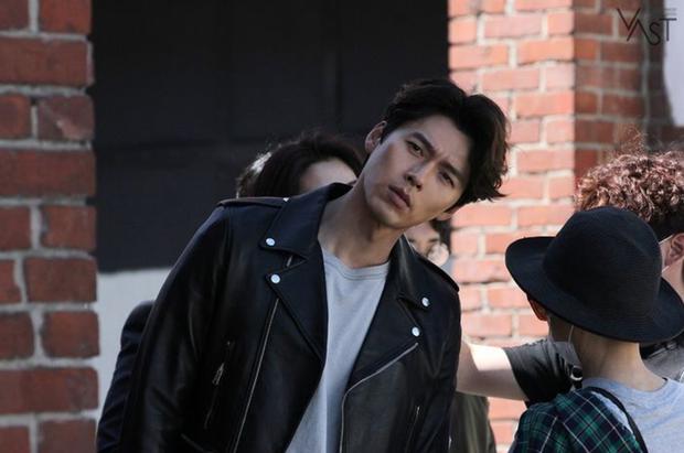 Đối lập hẳn với đại uý Ri, loạt ảnh Hyun Bin nhíu mày thôi cũng sexy mất máu 3 năm trước đang khiến chị em náo loạn - Ảnh 3.