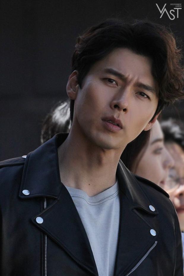 Đối lập hẳn với đại uý Ri, loạt ảnh Hyun Bin nhíu mày thôi cũng sexy mất máu 3 năm trước đang khiến chị em náo loạn - Ảnh 8.
