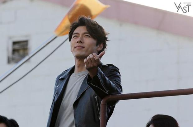 Đối lập hẳn với đại uý Ri, loạt ảnh Hyun Bin nhíu mày thôi cũng sexy mất máu 3 năm trước đang khiến chị em náo loạn - Ảnh 7.
