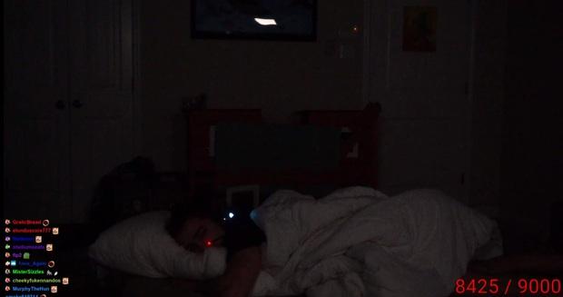 Streamer chơi trội, ngủ trên stream không ngờ lại nhận được số tiền donate siêu khủng: - Ảnh 2.