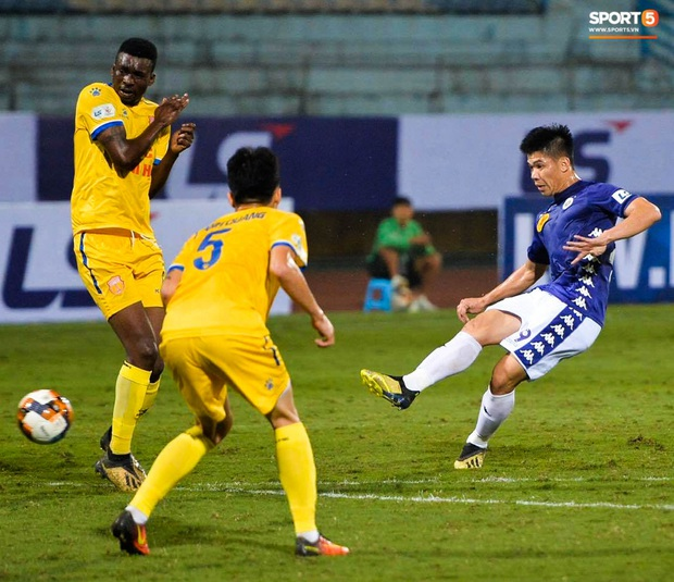Cầu thủ Hà Nội FC có hành động đẹp tri ân Duy Mạnh trong ngày đánh bại Nam Định FC - Ảnh 4.