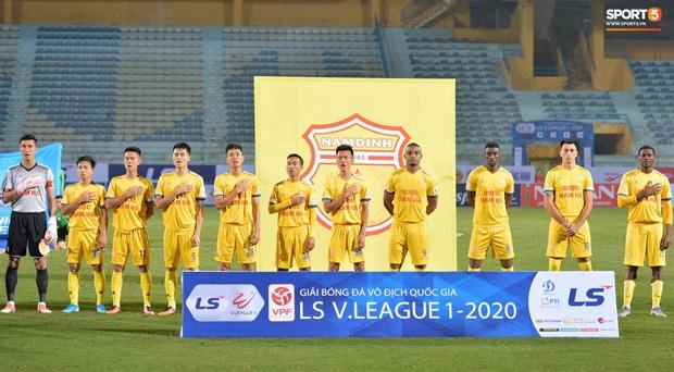 Cầu thủ Hà Nội FC có hành động đẹp tri ân Duy Mạnh trong ngày đánh bại Nam Định FC - Ảnh 2.
