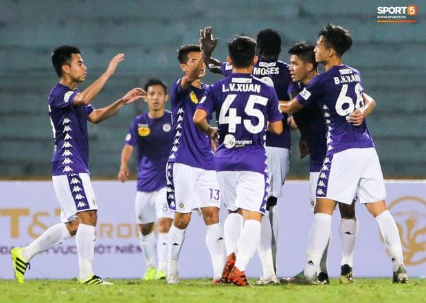 Cầu thủ Hà Nội FC có hành động đẹp tri ân Duy Mạnh trong ngày đánh bại Nam Định FC - Ảnh 11.