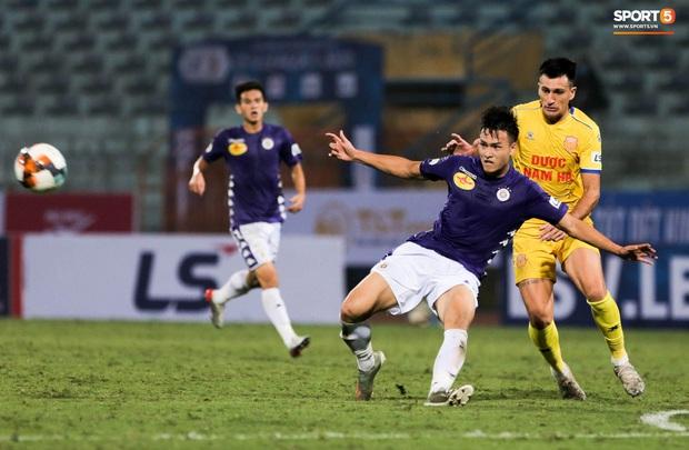 Cầu thủ Hà Nội FC có hành động đẹp tri ân Duy Mạnh trong ngày đánh bại Nam Định FC - Ảnh 8.
