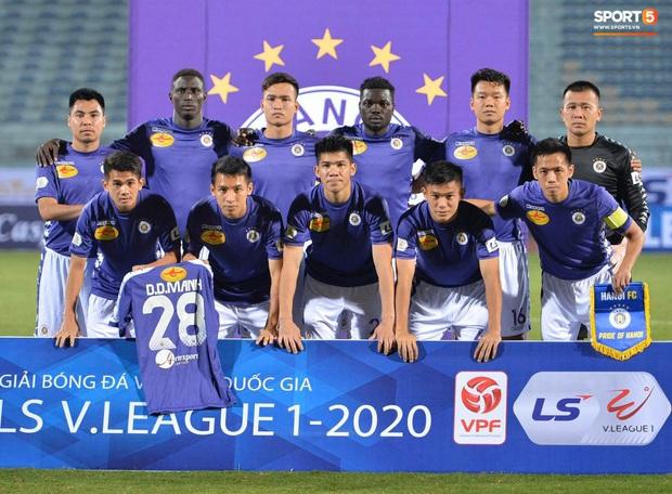 Cầu thủ Hà Nội FC có hành động đẹp tri ân Duy Mạnh trong ngày đánh bại Nam Định FC - Ảnh 1.