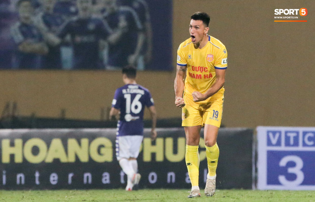 Đình Trọng, Thành Chung cười tít mắt khi gặp lại 2 trợ lý HLV Hàn Quốc vừa hết hạn cách ly vì Covid-19 - Ảnh 8.