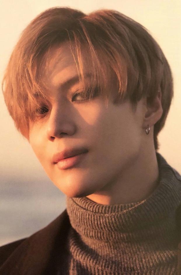 BXH 10 idol nam đẹp tự nhiên của Kpop: Vị trí top 3 gây bất ngờ, no.1 thuộc về nam thần BTS nào? - Ảnh 7.
