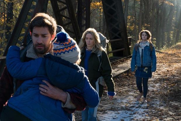 Bị quái vật giết hại ở phần 1, người cha anh hùng John Krasinski vẫn trở lại trong A Quiet Place 2 - Ảnh 3.