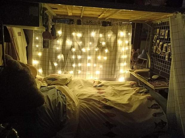 Nữ sinh chỉ tốn 1 triệu để biến góc giường ở kí  túc xá lung linh như studio: Nhìn mà không tin được luôn! - Ảnh 3.