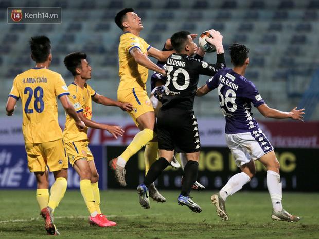 Cầu thủ Hà Nội FC có hành động đẹp tri ân Duy Mạnh trong ngày đánh bại Nam Định FC - Ảnh 9.