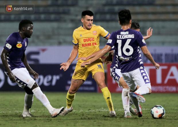 Cầu thủ Hà Nội FC có hành động đẹp tri ân Duy Mạnh trong ngày đánh bại Nam Định FC - Ảnh 7.