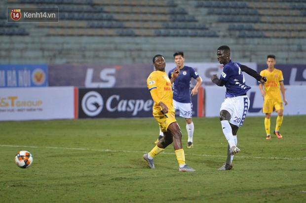 Cầu thủ Hà Nội FC có hành động đẹp tri ân Duy Mạnh trong ngày đánh bại Nam Định FC - Ảnh 10.