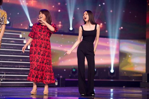 Cựu Hoa hậu Hương Giang tất bật chạy sân khấu, Hoài Sa chắc suất vào Top 12 trước giờ G chung kết Miss International Queen - Ảnh 6.