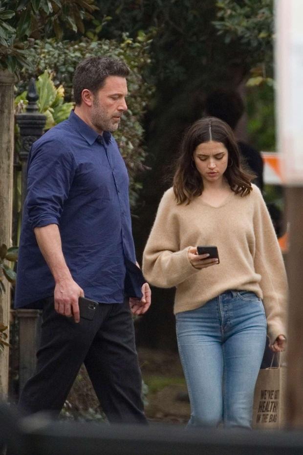 Thì Thầm Hollywood: Selena, Tom Cruise đang hẹn hò, vợ chồng Hoàng tử Harry bắt tay với Kim và tin động trời về chồng Nicki Minaj - Ảnh 15.
