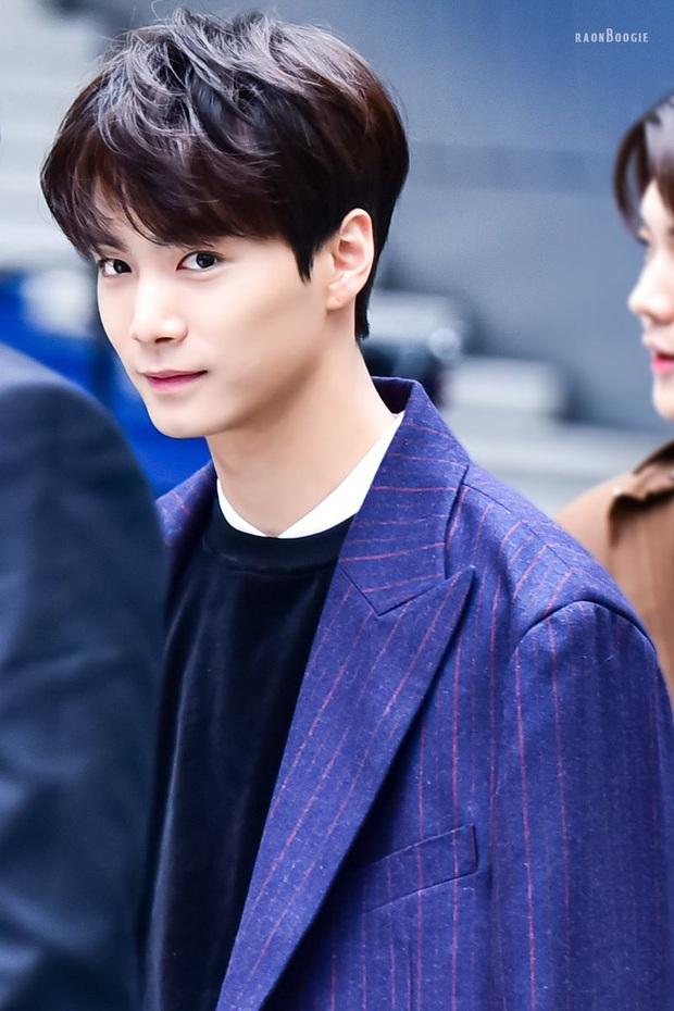 BXH 10 idol nam đẹp tự nhiên của Kpop: Vị trí top 3 gây bất ngờ, no.1 thuộc về nam thần BTS nào? - Ảnh 4.