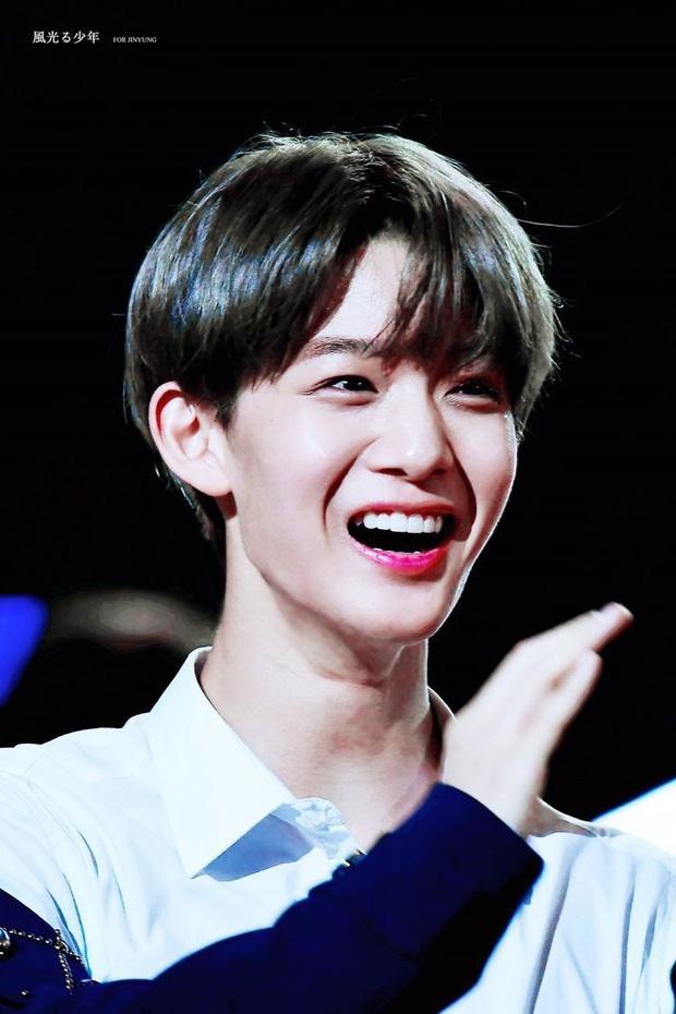 BXH 10 idol nam đẹp tự nhiên của Kpop: Vị trí top 3 gây bất ngờ, no.1 thuộc về nam thần BTS nào? - Ảnh 5.