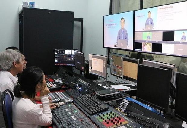Hà Nội lên kế hoạch dạy học qua kênh truyền hình - Ảnh 1.