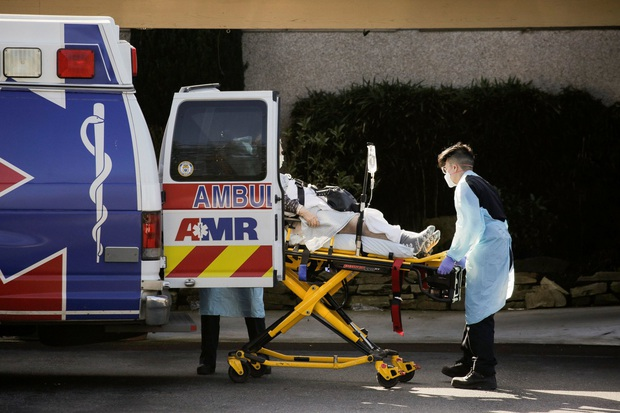 Gửi bố mẹ vào viện dưỡng lão, những người con còn đau khổ gấp trăm lần khi chứng kiến họ qua đời vì nhiễm virus corona - Ảnh 8.